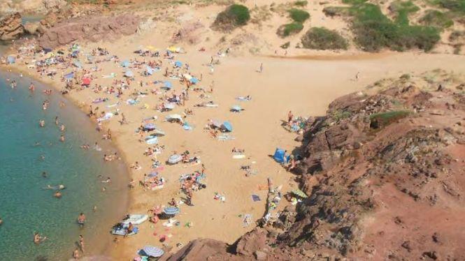 Les+platges+verges+de+Ciutadella+reben+fins+a+cinc+vegades+m%C3%A9s+usuaris+dels+que+hi+caben