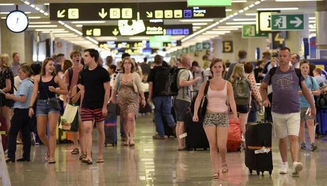 El+personal+de+Son+Sant+Joan+avisa+que+l%27aeroport+opera+al+l%C3%ADmit+de+la+seva+capacitat
