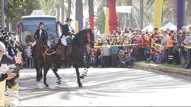 El+parc+de+la+Mar+de+Palma+s%27omple+de+milers+de+persones+per+celebrar+el+Dia+de+les+Balears