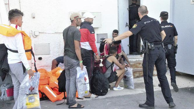 Rescatades+tres+pasteres+amb+72+immigrants+al+sud-est+de+la+Pen%C3%ADnsula