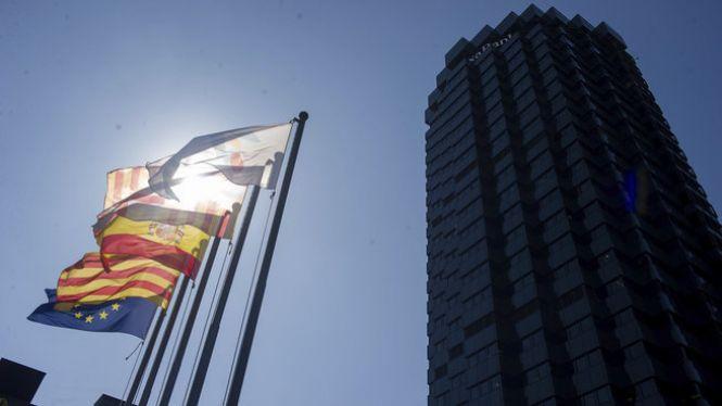 El+Govern+aprova+el+decret+que+podria+emprar+CaixaBank+per+portar-se+la+seva+seu+fora+de+Catalunya