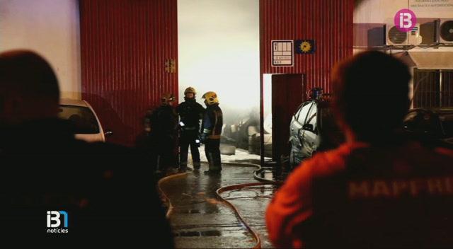 Incendi+en+un+taller+mec%C3%A0nic+del+pol%C3%ADgon+de+Son+Castell%C3%B3