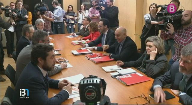 Els+equips+negociadors+del+PSOE+i+de+Ciutadans+varen+tenir+el+primer+contacte+ahir+capvespre