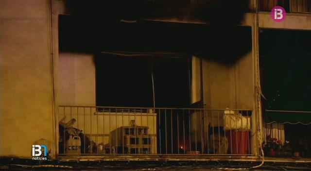 Un+incendi+ha+obligat+a+desallotjar+un+edifici+del+cam%C3%AD+Salard+de+Palma