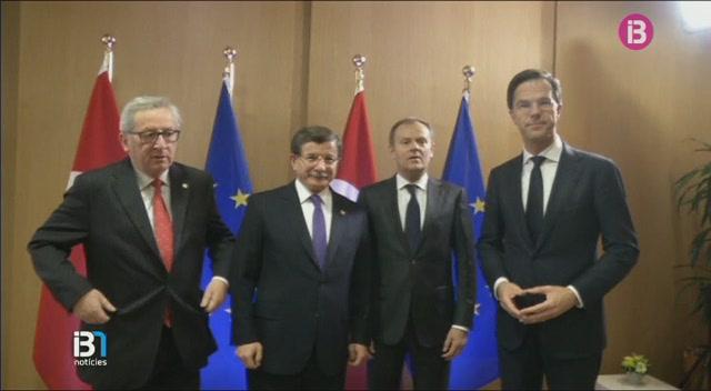 Els+l%C3%ADders+europeus+intenten+arribar+a+un+acord+amb+Turquia+per+frenar+el+flux+migratori