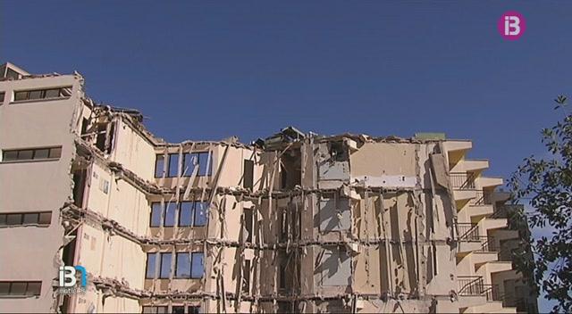 Ha+comen%C3%A7at+la+demolici%C3%B3+parcial+de+l%27antic+hotel+Sol+Jamaica+de+Magaluf
