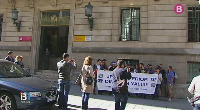 Protesta+de+policies+nacionals+per+exigir+la+dimissi%C3%B3+del+cap+superior+de+la+Policia+Nacional+a+les+Illes