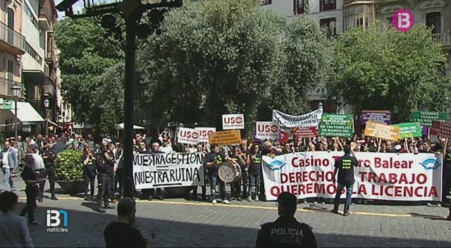 Manifestaci%C3%B3+a+Palma+per+reclamar+que+l%E2%80%99Ajuntament+permeti+l%E2%80%99obertura+del+Casino+Teatro+Balear