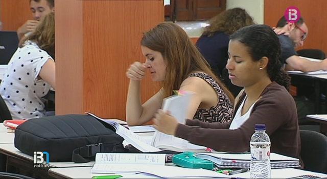 Els+estudiants+es+preparen+per+als+ex%C3%A0mens+de+selectivitat+que+comencen+dem%C3%A0