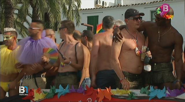 Minut+de+silenci+en+mem%C3%B2ria+de+les+v%C3%ADctimes+de+Florida+a+l%27Ibiza+Gay+Pride