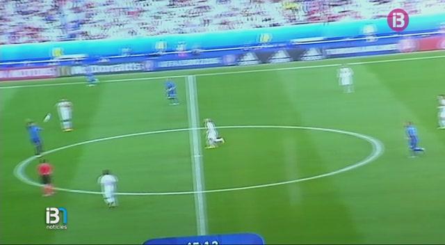 Alegria+dels+aficionats+italians+a+Formentera+per+la+classificaci%C3%B3+de+la+seva+selecci%C3%B3+per+als+quarts+de+final+de+l%27Eurocopa