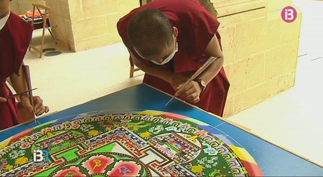 Un+grup+de+monjos+budistes+promou+la+pau+al+m%C3%B3n+des+de+l%27illa+de+Menorca