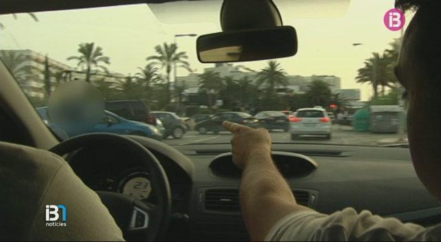 Una+quinzena+de+taxistes+impedeixen+que+els+taxis+pirata+captin+clients