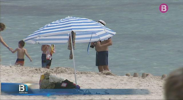 Coneixem+la+feina+del+servei+de+neteja+de+les+platges+de+Menorca