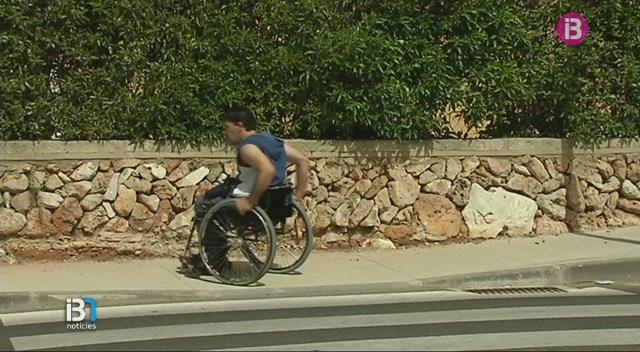 La+Fundaci%C3%B3+de+Discapacitats+de+Menorca+demana+que+adaptin+l%27accessibilitat+a+Cala+en+Blanes