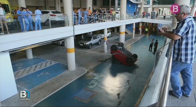 El+conductor+d%E2%80%99un+vehicle+resulta+ferit+lleu+despr%C3%A9s+de+caure+des+d%27una+altura+de+cinc+metres+a+l%E2%80%99aparcament+de+Son+Espases