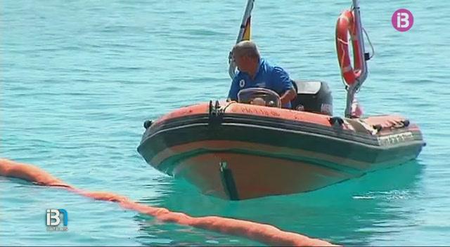 Una+avaria+al+cable+el%C3%A8ctric+submar%C3%AD+que+uneix+Menorca+i+Mallorca+ha+provocat+un+vessament+a+la+platja+de+Cala+en+Bosc