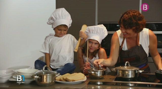 La+cuinera+Macarena+de+Castro+i+el+fot%C3%B2graf+Nando+Esteva+han+creat+un+receptari+solidari