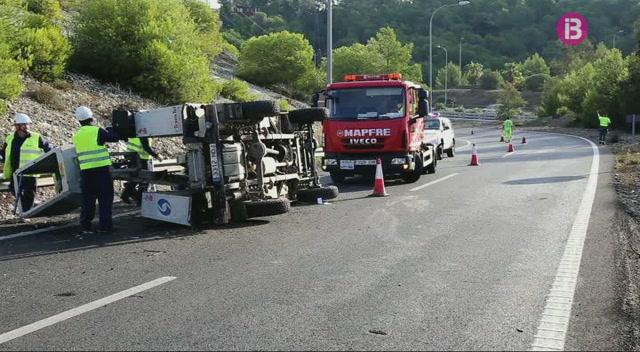 Dos+accidents+de+tr%C3%A0nsit+provoquen+retencions+quilom%C3%A8triques+a+la+Via+de+Cintura