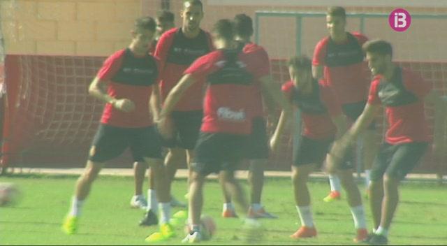 Els+capitans+del+Mallorca+fan+saber+a+l%27entrenador+Fernando+V%C3%A1zquez+que+estan+amb+ell
