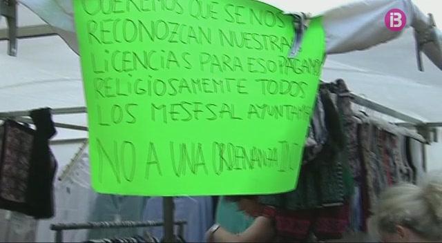 Protesta+dels+venedors+ambulants+a+la+pla%C3%A7a+des+Born+de+Ciutadella
