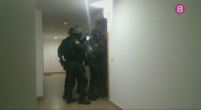 Dos+detinguts+a+Sant+Antoni+de+Portmany+sospitosos+de+donar+suport+al+grup+Daesh