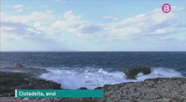 Dos+tripulants+d%27un+veler+han+hagut+de+ser+rescatats+en+perdre+el+control+de+la+seva+embarcaci%C3%B3+a+Menorca