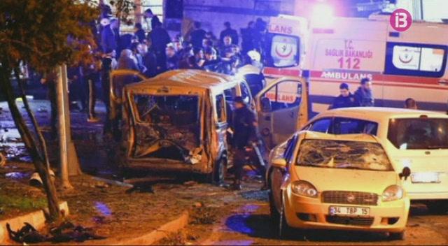 El+doble+atemptat+a+Istambul+deixa+38+morts+i+155+ferits