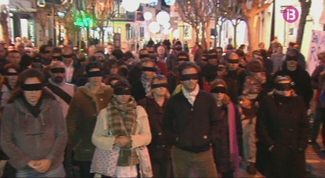 150+persones+protesten+a+Ma%C3%B3+contra+la+guerra+de+S%C3%ADria