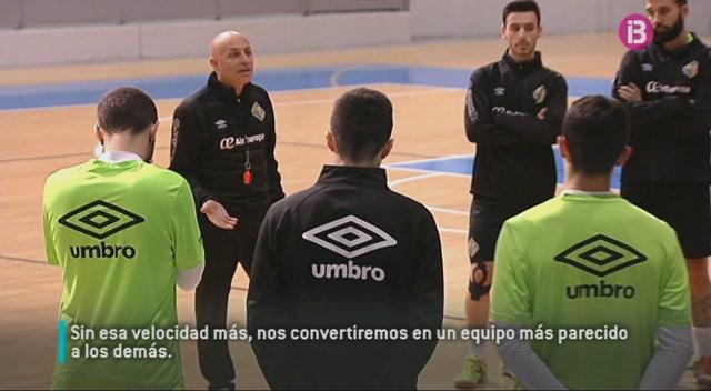 Aix%C3%AD+motiva+Juanito+els+jugadors+del+Palma+Futsal+abans+del+partit+contra+el+Gran+Can%C3%A0ria