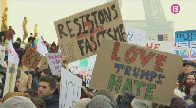 Milers+de+dones+protesten+a+tot+el+m%C3%B3n+contra+Donald+Trump