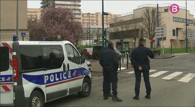 Detinguts+els+familiars+de+l%27agressor+mort+a+Orly