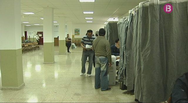 M%C3%A9s+de+5.600+equatorians+residents+voten+dem%C3%A0+al+seu+president
