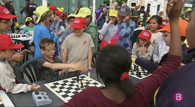M%C3%A9s+de+400+alumnes+reivindiquen+els+escacs+per+lluitar+contra+el+frac%C3%A0s+escolar