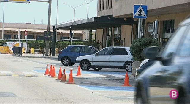 AENA+permetr%C3%A0+aparcar+gratis+a+la+zona+de+sortides+de+l%27Aeroport+de+Menorca+els+primers+15+minuts