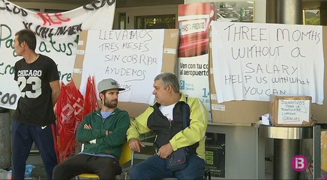 Els+treballadors+en+vaga+accepten+netejar+els+banys+de+l%27Aeroport+d%27Eivissa