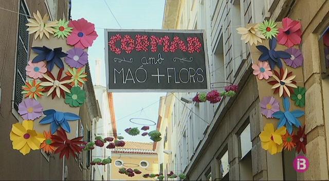 Ma%C3%B3+reparteix+1500+flors+entre+els+seus+vesins