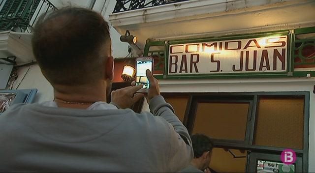 El+bar+m%C3%A9s+antic+de+la+Marina+es+mant%C3%A9+fidel+als+seus+or%C3%ADgens