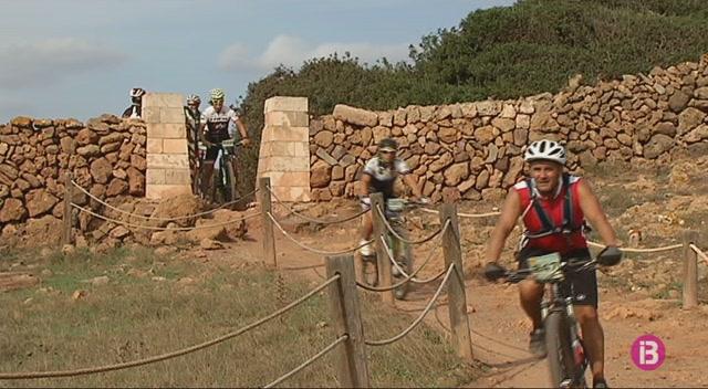 500+ciclistes+participaran+a+la+12%C2%AA+Volta+a+Menorca+en+BTT