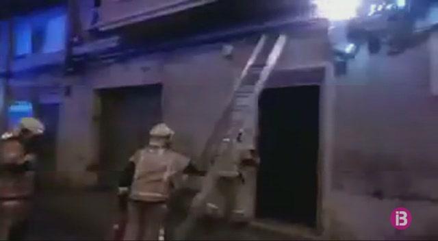 Foc+per+un+cortocircuit+a+un+edifici+de+Palma