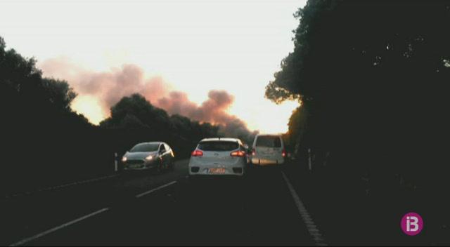 Accident+amb+4+ferits+i+incendi+del+motor+d%27un+autob%C3%BAs+a+la+carretera+general+de+Menorca