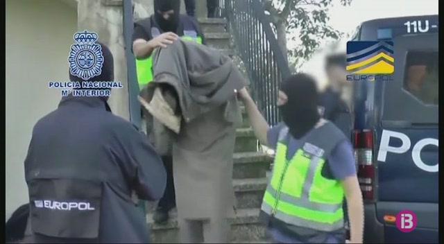 Els+quatre+detinguts+per+pert%C3%A0nyer%2C+presumptament%2C+a+Daesh+ja+s%C3%B3n+a+Madrid