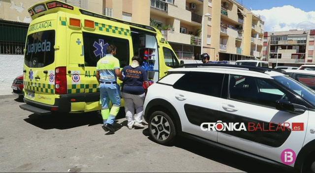 Un+cotxe+s%27encasta+contra+un+bar+a+Son+Roca+a+Palma+i+provoca+dos+ferits+lleus