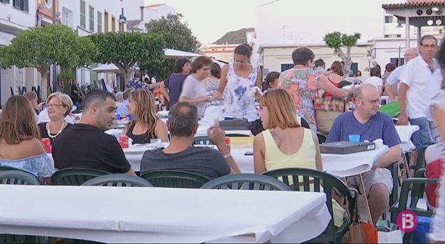 Milers+de+persones+sopen+plegades+al+Mercadal+per+celebrar+les+festes
