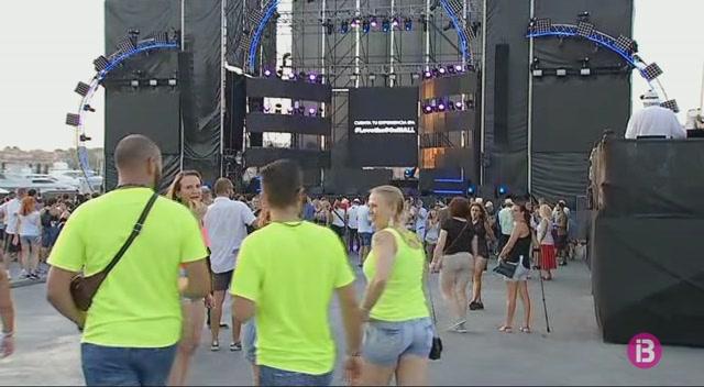 Port+Adriano+balla+al+ritme+dels+90