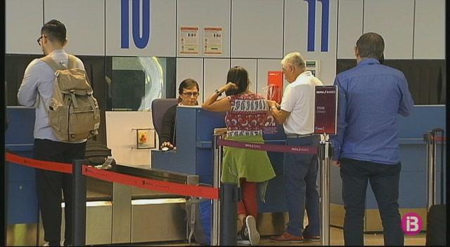 Convocades+aturades+parcials+per+al+20+d%27agost+als+aeroports+de+Santiago+i+La+Corunya