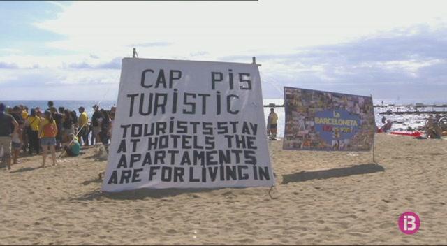 Els+ve%C3%AFns+de+la+Barceloneta%2C+contra+els+efectes+del+turisme+massiu