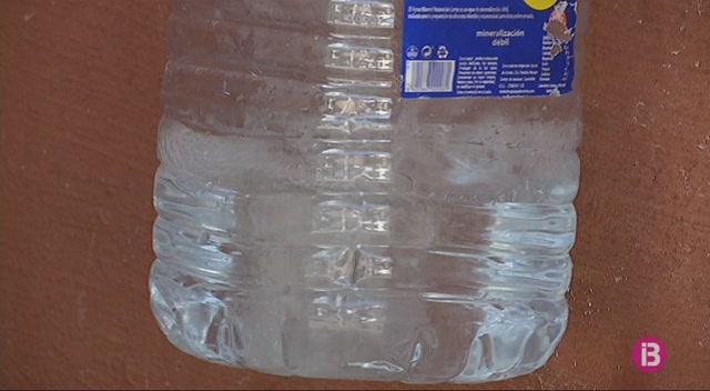 Recullen+signatures+per+tenir+aigua+potable+a+Binissaf%C3%BAller