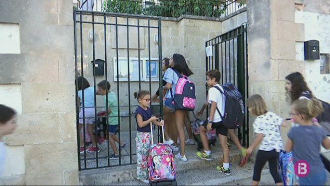 Els+alumnes+de+Montu%C3%AFri+estrenen+rutes+escolars+per+anar+a+peu+l%27escola