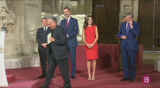 Antoni+P.+Fons+rep+el+Premi+Nacional+de+mans+dels+reis